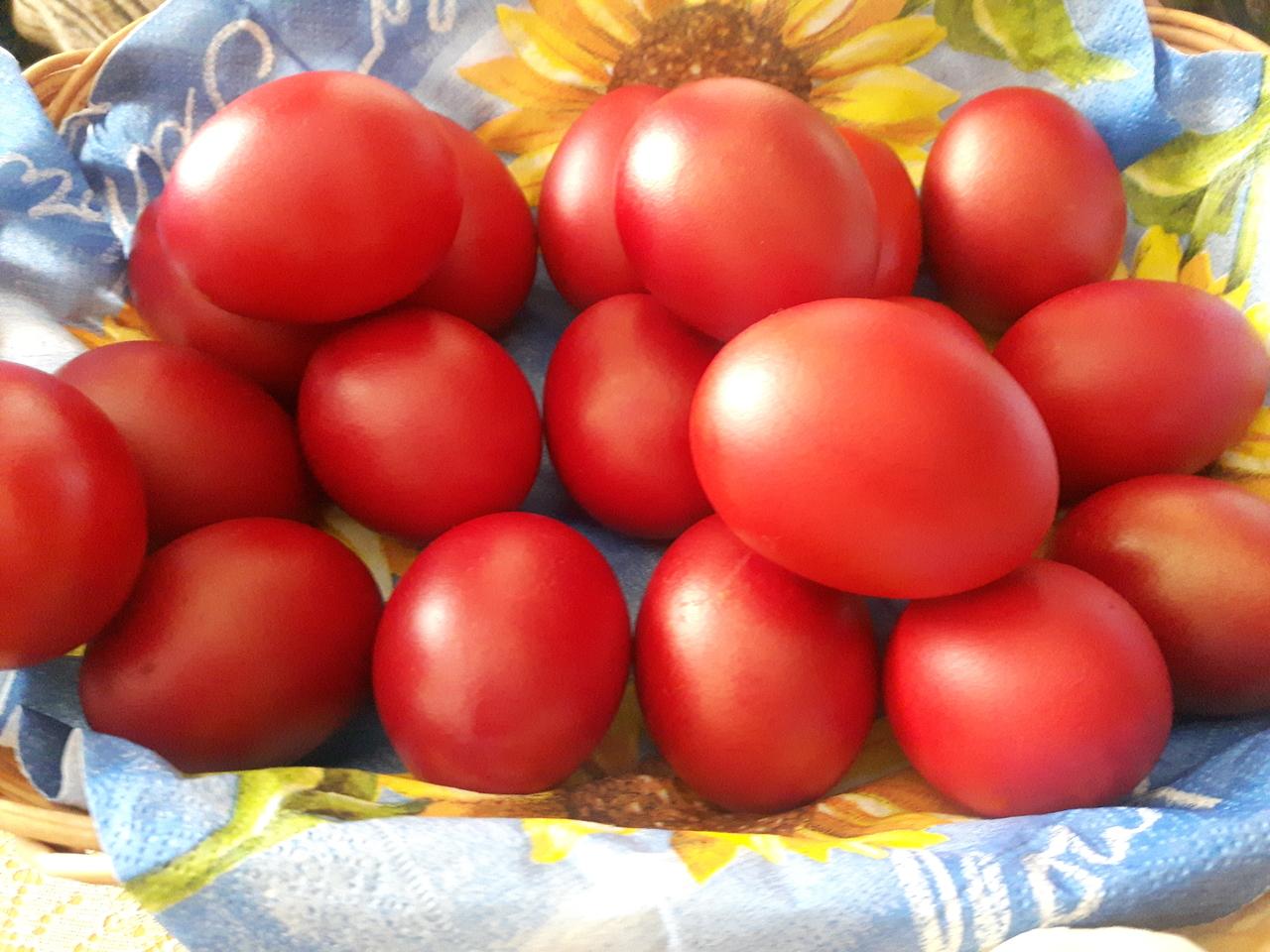 Велигденски црвени јајца на мојата трпеза