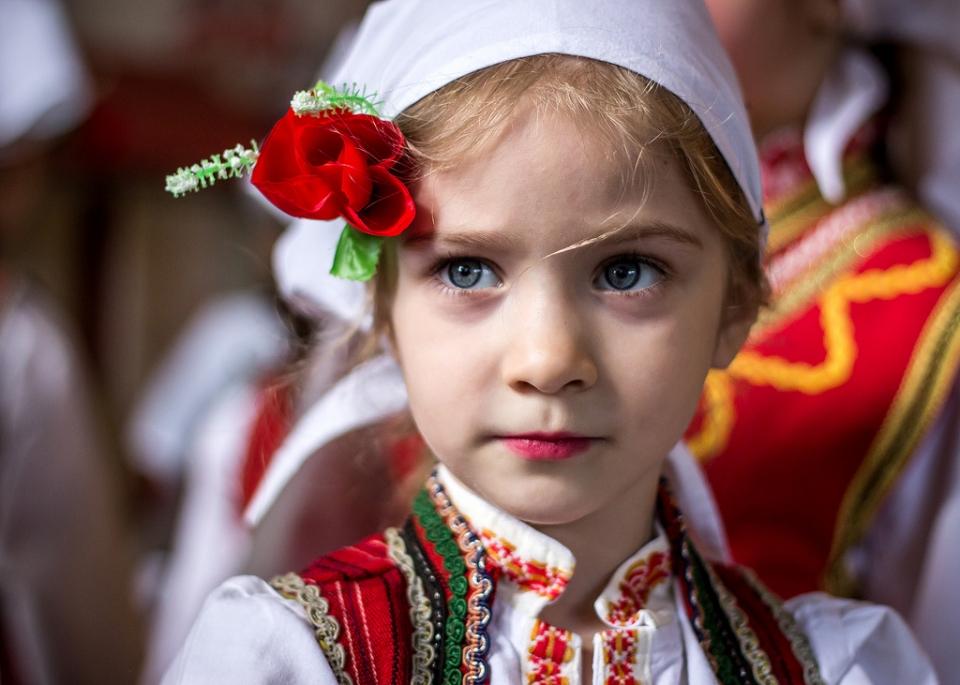 Кајгана фото-натпревар #4 [Тема: Македонско девојче - китка шарена]